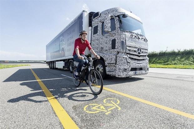 Photo of Mehr Sicherheit beim Abbiegen und Spurwechsel