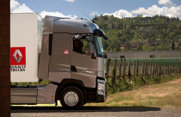 "Photo of Renault Trucks T ist ""International Truck of the Year 2015"""