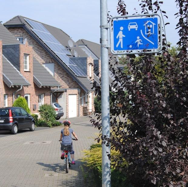 Photo of Verkehrsberuhigter Bereich: Schrittgeschwindigkeit fahren
