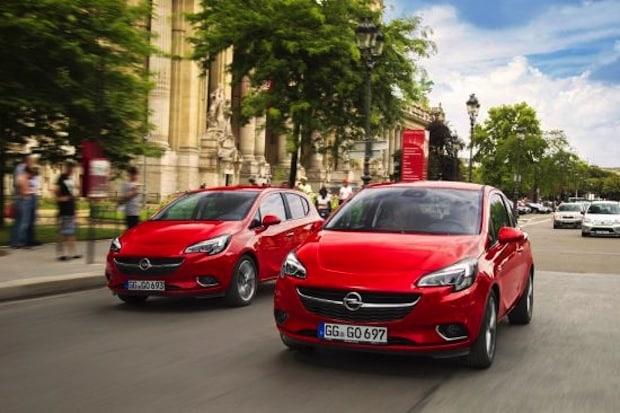 Bild:  Bei Spurwechseln, Überholmanövern oder beim Abbiegen verschwinden andere Verkehrsteilnehmer im toten Winkel der Außenspiegel – mit dem Toter-Winkel-Warner von Opel wird die Gefahr von daraus resultierenden Kollisionen reduziert-