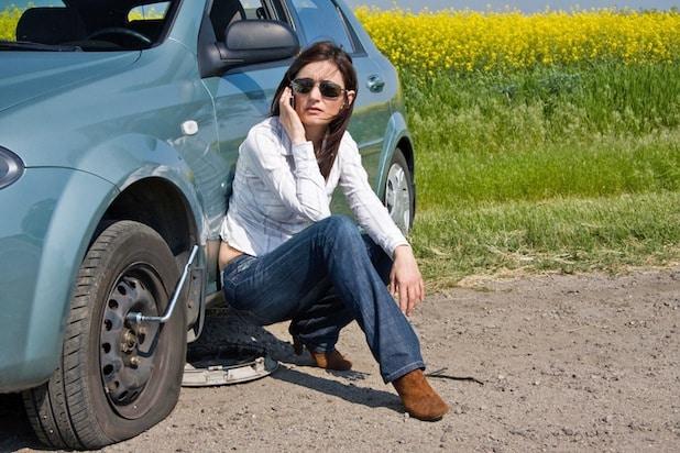 Photo of So reagieren Autofahrer bei einem Reifenplatzer richtig
