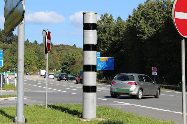 Photo of Augen auf die Straße – So lassen sich die Deutschen im Straßenverkehr ablenken
