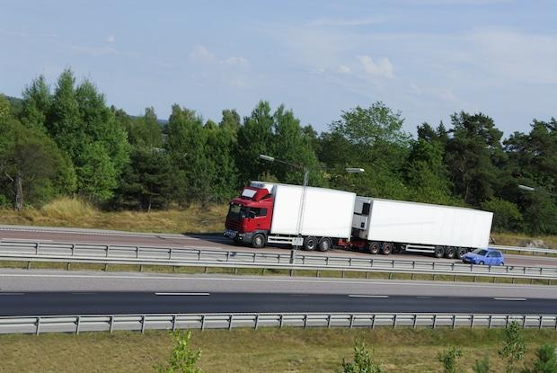 Photo of Gigaliner: Gesamtkonzept für Güterverkehr gefordert Kombilösungen fördern, Konkurrenz Straße – Schiene beenden