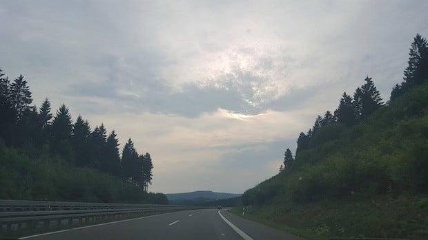 Photo of Vorsicht bei starkem Seitenwind, Schleppwirbeleffekte bergen Unfallrisiko
