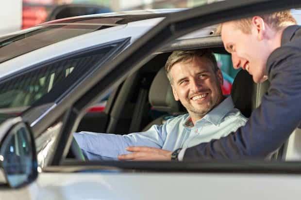 Verbraucher sind gut beraten, beim Autokauf bewusst auf spritsparende Technologien wie etwa eine Benzin-Direkteinspritzung zu achten. Foto: djd/Bosch, Gasoline Systems/thx