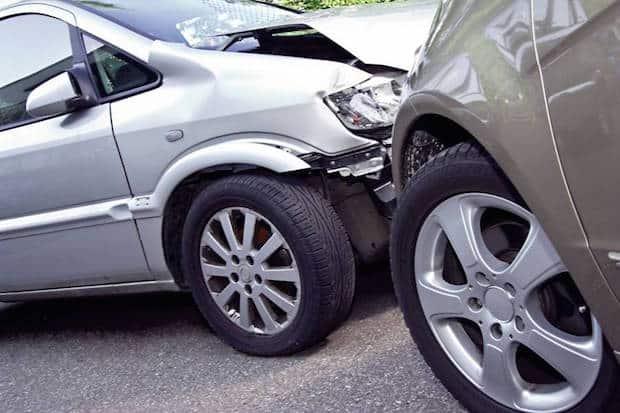 Wer in einen Unfall im Straßenverkehr verwickelt wird, befindet sich in einer Stresssituation. Dennoch sollte man versuchen, möglichst umsichtig zu handeln. Foto: djd/Itzehoer Versicherungen /MEV Verlag GmbH