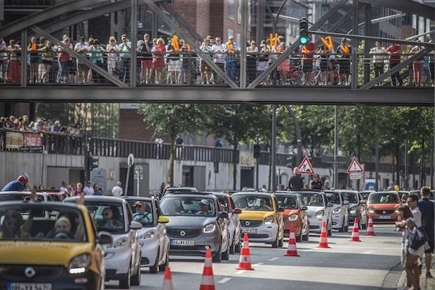 Photo of Längste smart Parade zieht mit über 1.600 Fahrzeugen durch Hamburg