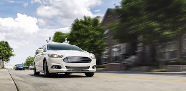 """Autonom fahrender Ford Fusion Hybrid Versuchsträger auf den Straßen von Dearborn - Quelle: """"obs/Ford-Werke GmbH"""""""