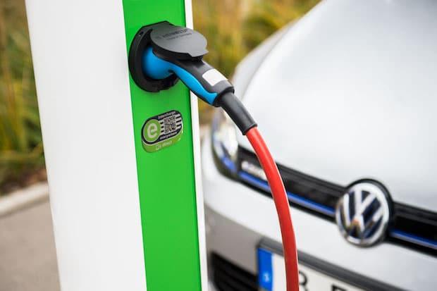 Photo of Volkswagen Konzern beteiligt sich an Hubject, der führenden eRoaming-Plattform für europaweites Laden von Elektrofahrzeugen