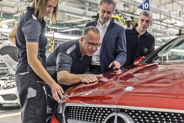 Photo of Mercedes-Benz startet Produktion des neuen E-Klasse Coupés