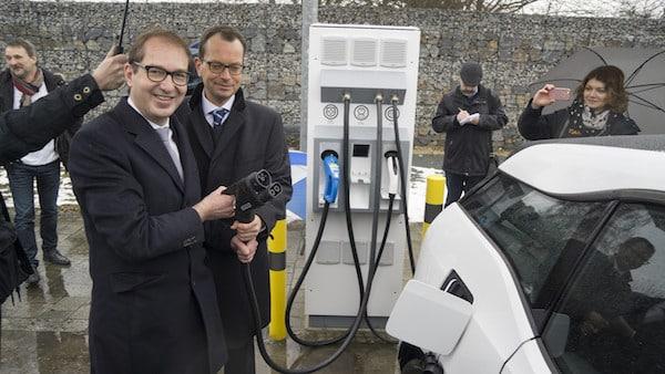 Photo of Dobrindt: E-Tankstellennetz auf Autobahnen wächst