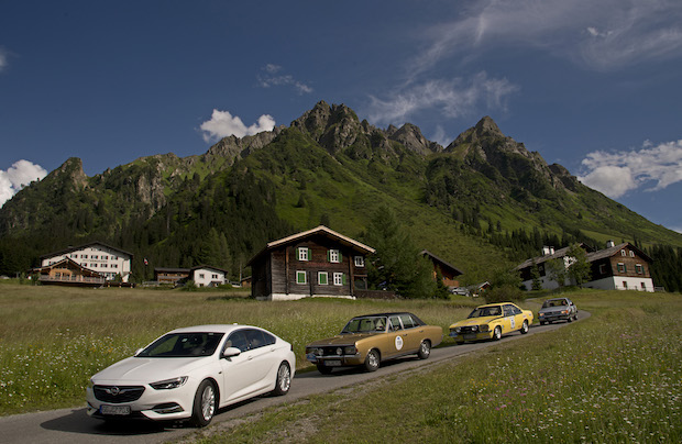 Photo of Klassik trifft Moderne: Opel Commodore und Ampera-e auf Alpen-Tour
