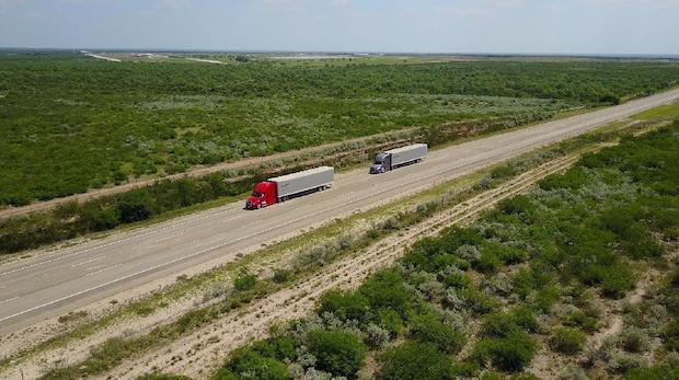 Daimler Trucks erprobt Lkw-Platooning