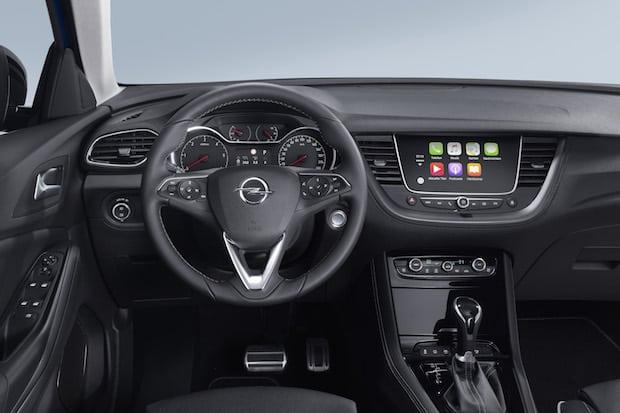 Frei sprechen: Mit Opel-Infotainment bestens vernetzt auf Fahrt