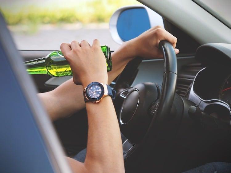 Photo of Alkohol im Blut kann Fahrer und Beifahrer den Versicherungsschutz kosten