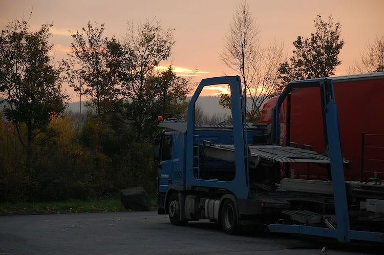 Photo of Lkw-Stellplatzkapazitäten – Erhebliche Gefahr für die Verkehrssicherheit