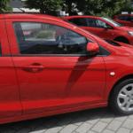 Sparen Sie nicht an Autofußmatten für Ihr neues Auto.